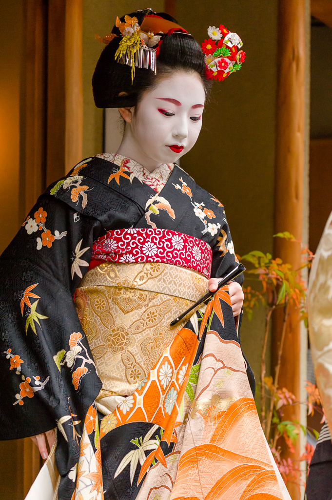 Maiko Toshimomo of Miyagawa-cho Makes Her New Year's Greetings