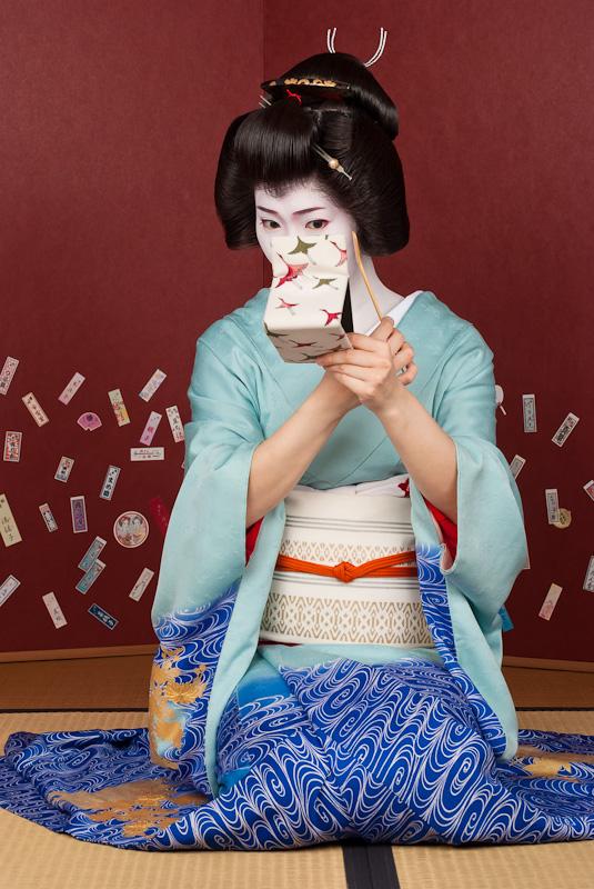 Geisha_Kimina_with_Mirror-1