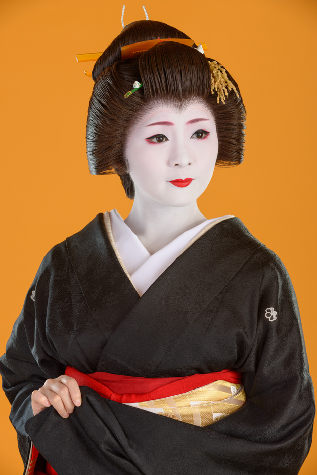 The geisha Mameharu of Gion Kobu during New Year's 2013