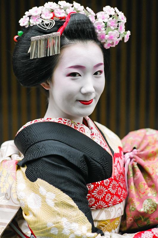 Maiko_Fukuhina_in_Black