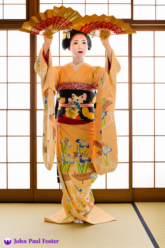 Mamehana of Gion Kobu as a maiko performing the dance Hanagasa