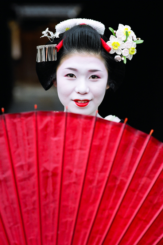 A wider version of the cover of Geisha and Maiko of Kyoto