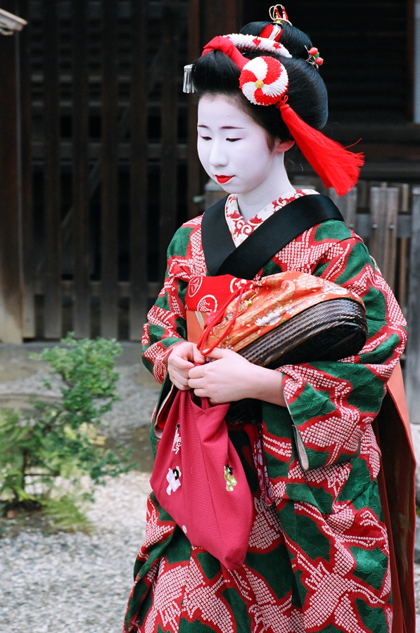 The maiko Ichiemi of Ponto-cho at Yasaka Shrine during Setsubun in Kyoto