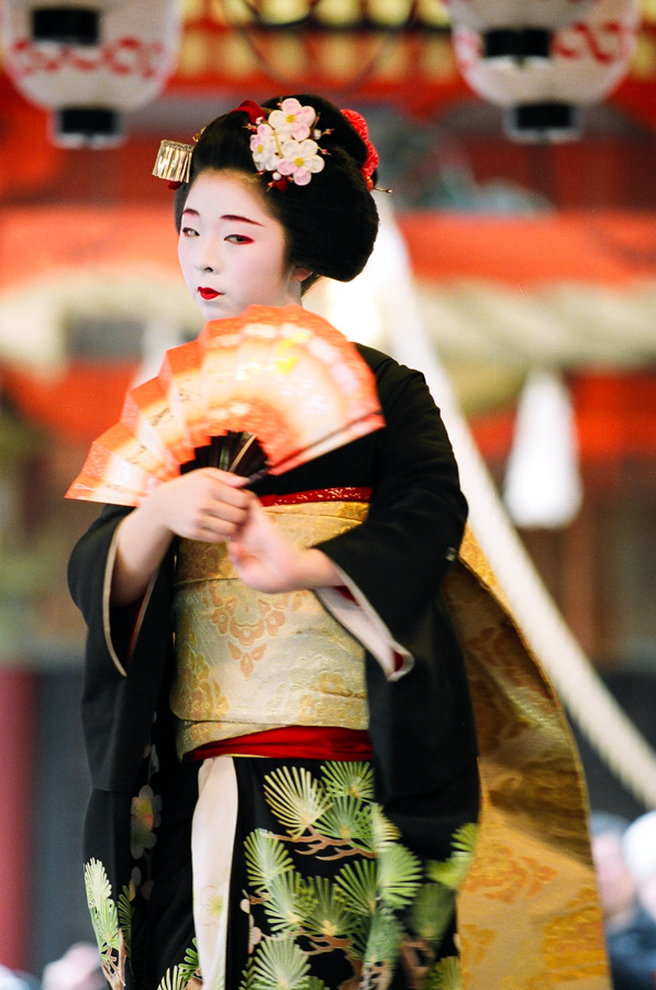 The maiko Taneju of Miyagawa-cho performs at Yasaka Shrine on February 2 during Setsubun