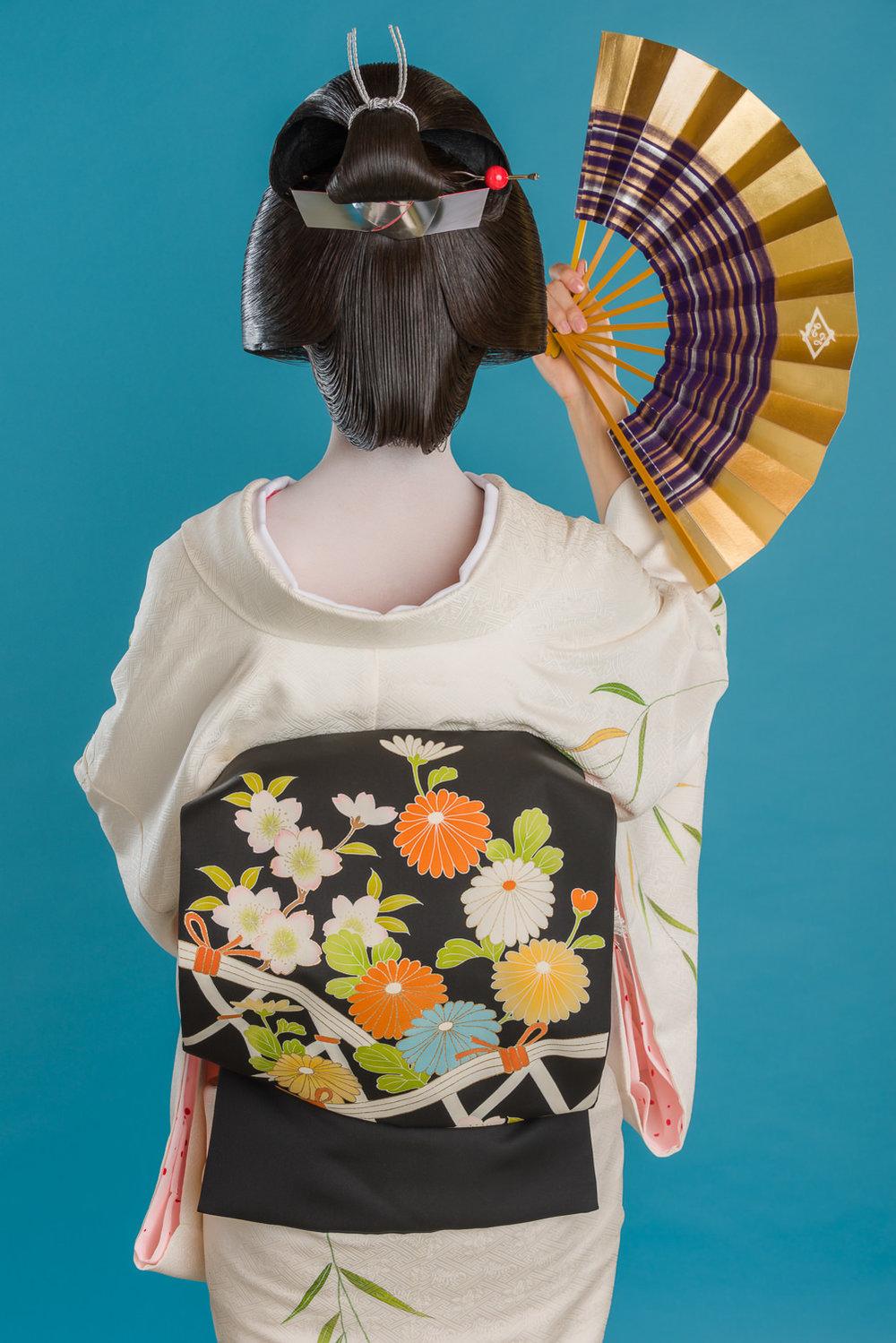 Geisha-with-fan.jpg