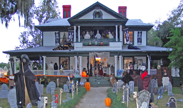 Scary-House-Outdoor-Halloween-Decorations.jpg