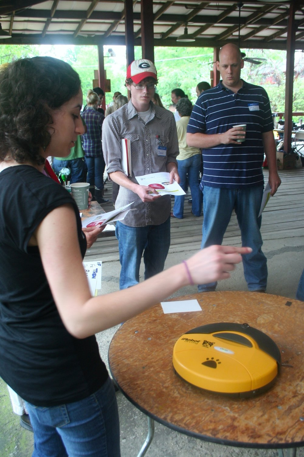 anna-mansour-demonstrates-the-roomba-to-participants_4577277756_o.jpg