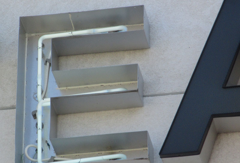 -web-pic-23-exterior-sign.jpg
