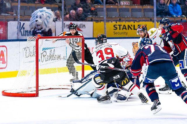 Mycket hockey i helgen! I Saab Arena lyckades Örebro betvinga Linköping på övertid. . ➡️➡️➡️ . Foto: Daniel Milton / Frilansfotograferna
