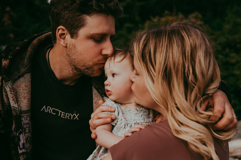 family-photographer-Sunshine-Coast-BC-halfmoon-bay-family-session-katiebowenphotography-16.jpg