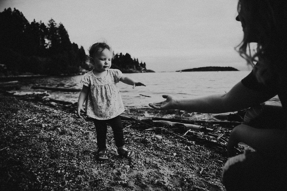 family-photographer-Sunshine-Coast-BC-halfmoon-bay-family-session-katiebowenphotography-19.jpg