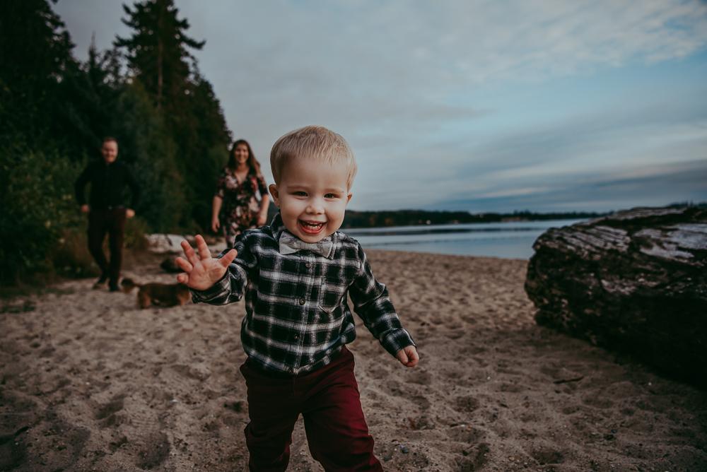 sargent-bay-family-photographer-session-Sunshine-Coast-BC-Katie-Bowen-Photography-12.jpg