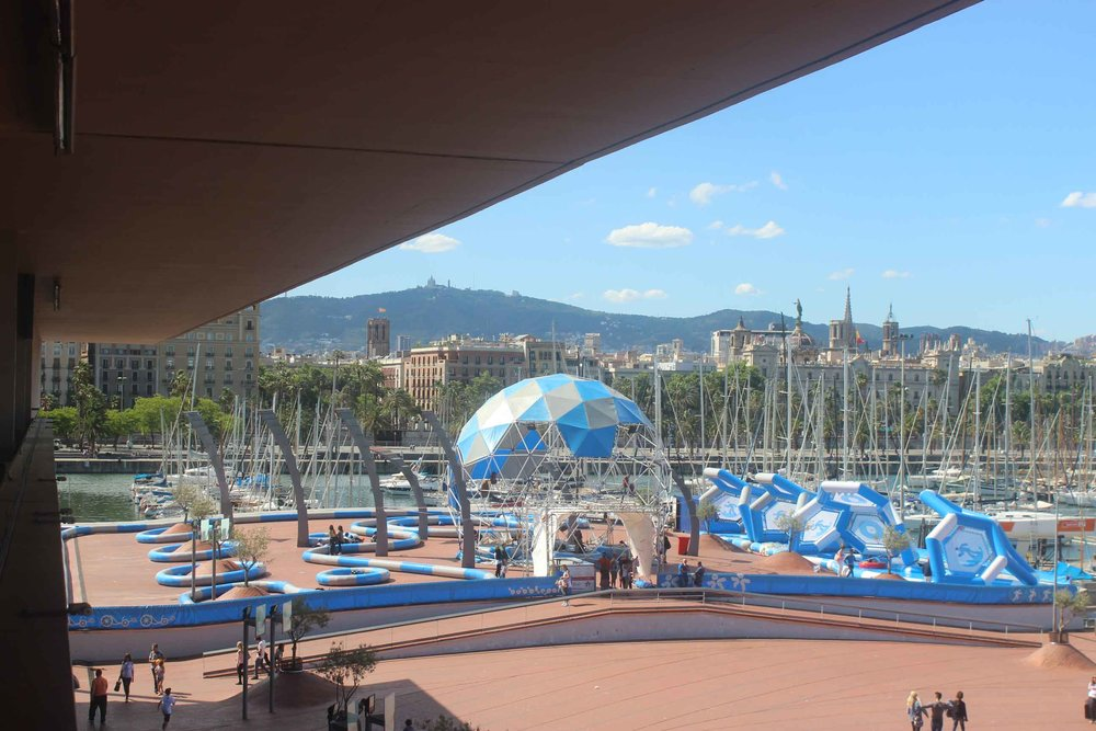 Jump outside the box with the family in the Port of Barcelona