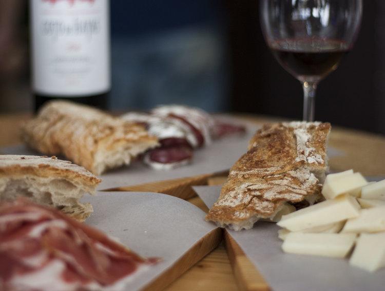 Spanish wine and tapas 🙌 🙌 🙌