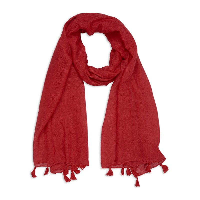 Scarves - Scarves! The secret accessory for any capsule wardrobe-loving momma. With a simply scarf she can change her entire outfit. And I don't think you can ever have too many, even for a minimalist… This one is from YDE, so it is locally made by a local designer.