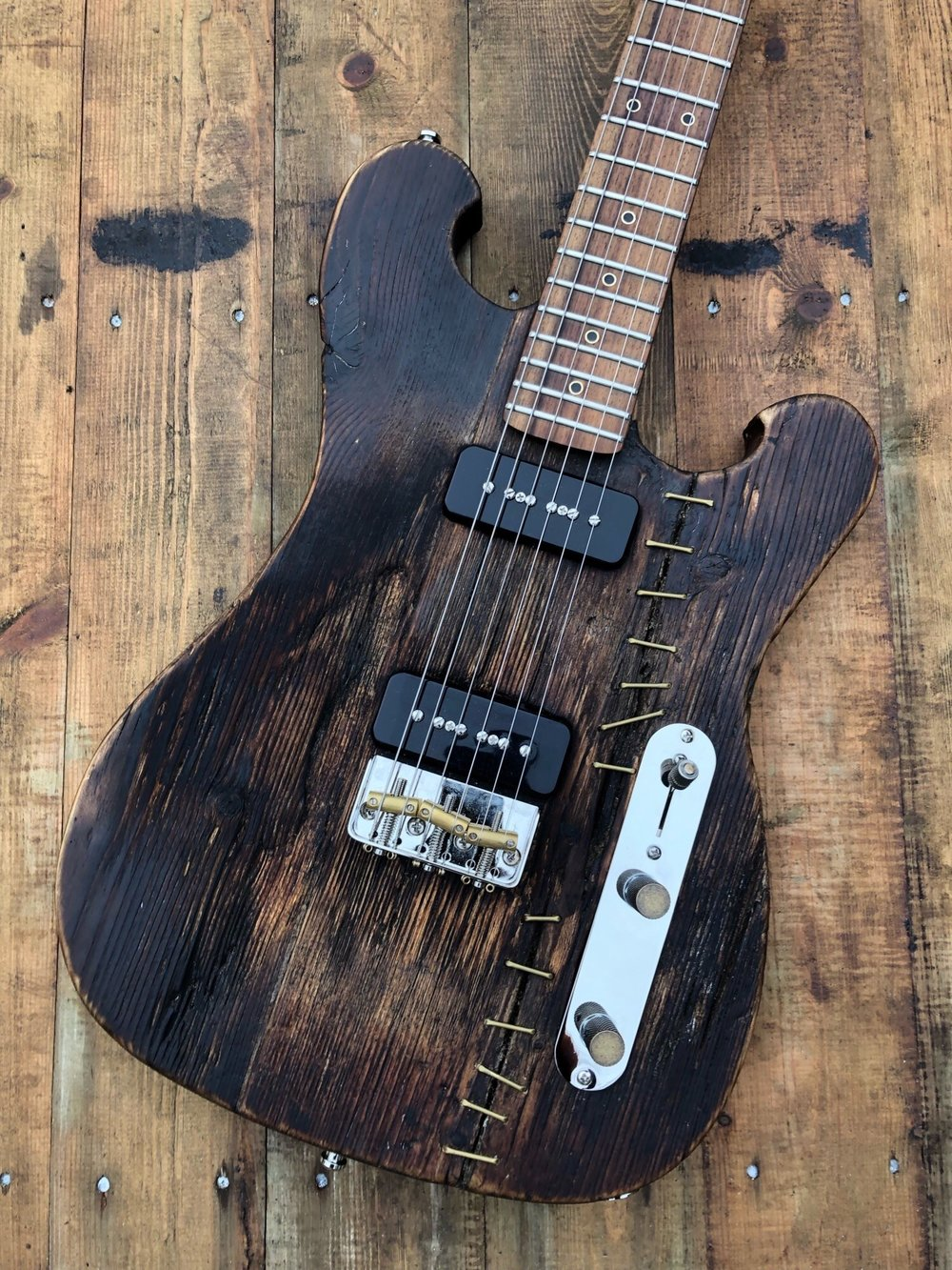 Upscaler Ram double cut T-type - Reclaimed Norwegian Spruce solid bodyRecycled Maple neckEpiphone P90 Pro pickupsNickel compensated Telecaster 1/2 bridgeNickel and brass hardwareKluson nickel mini buttons tuners500K CTS potentiometers.22 Tropical Fish capacitor