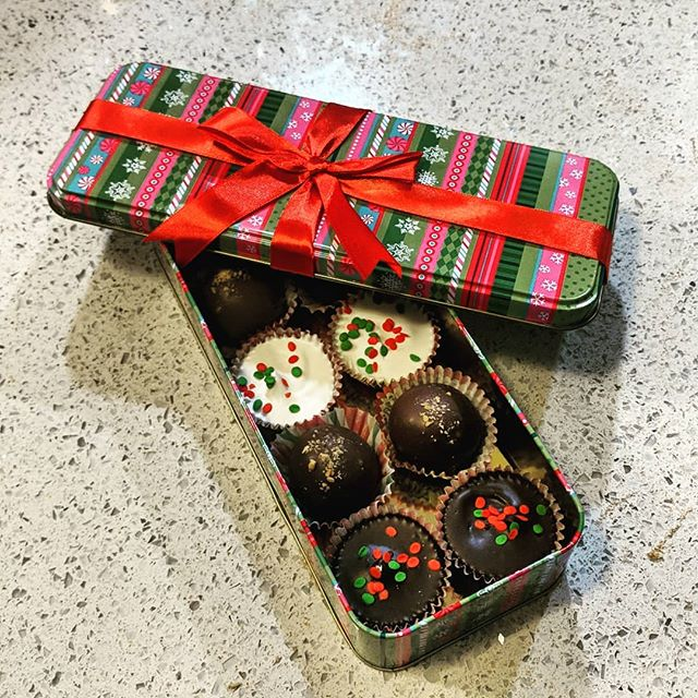 Need a pick me up from the #christmascrazies or a last minute gift? Grab some #handmade chocolates this #saturday 12/22 @cibrewing from 1-6 & #sunday 12/23 @exhibitabrewing from 12-4! 🍫🎄🥧 #chocolates #holidays #holidayseason #lastminutegifts #treatyoself #bakery #bakerylife #eatlocal #shoplocal #peanutbuttercups #chocolatetruffles #nutclusters
