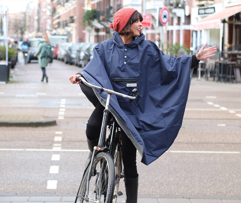 Foto: Amsterdam Cycle Chic (for  T  he People's Poncho )