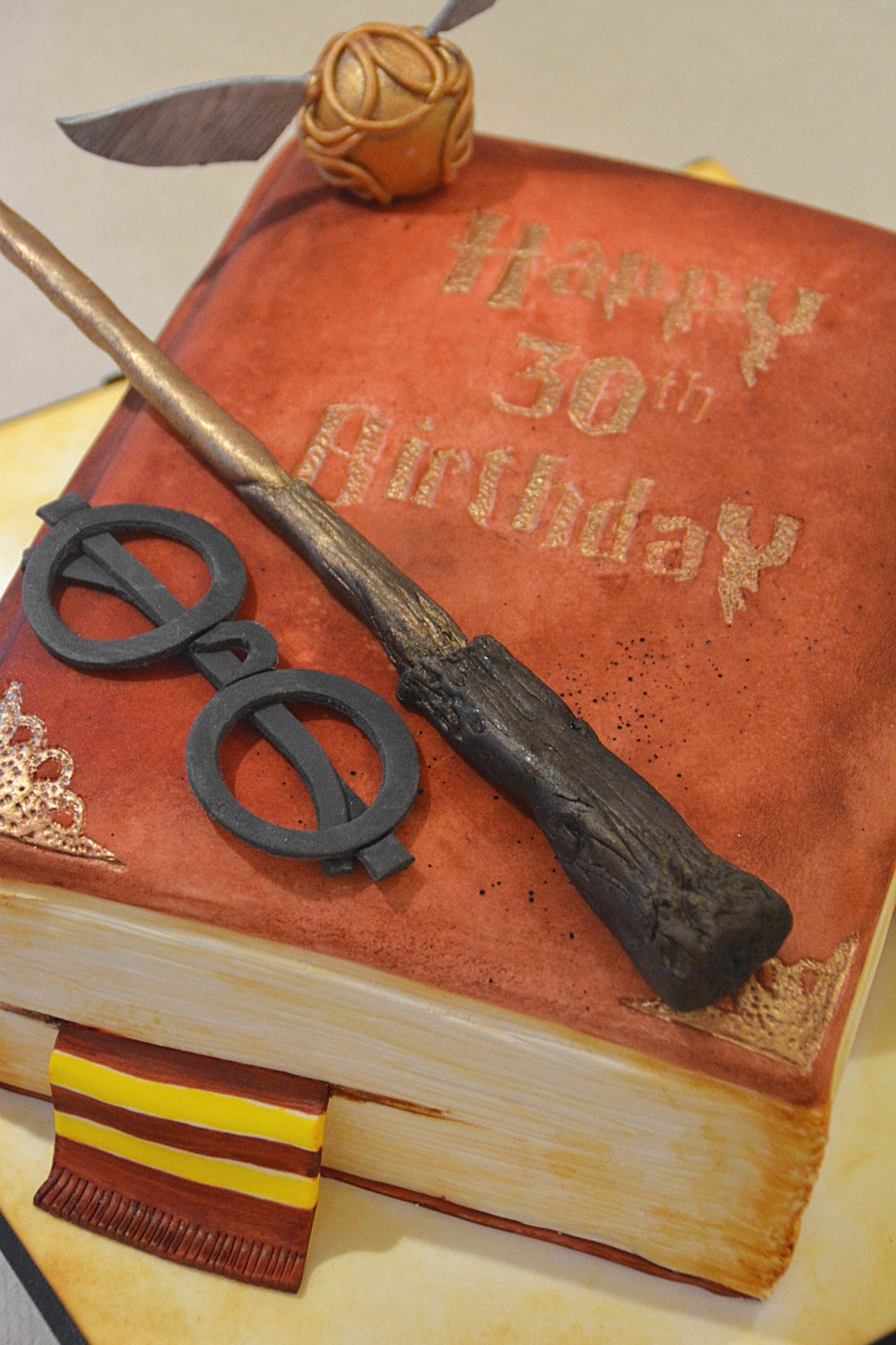 IMG_Harry_Potter_spellbook_cake.jpg