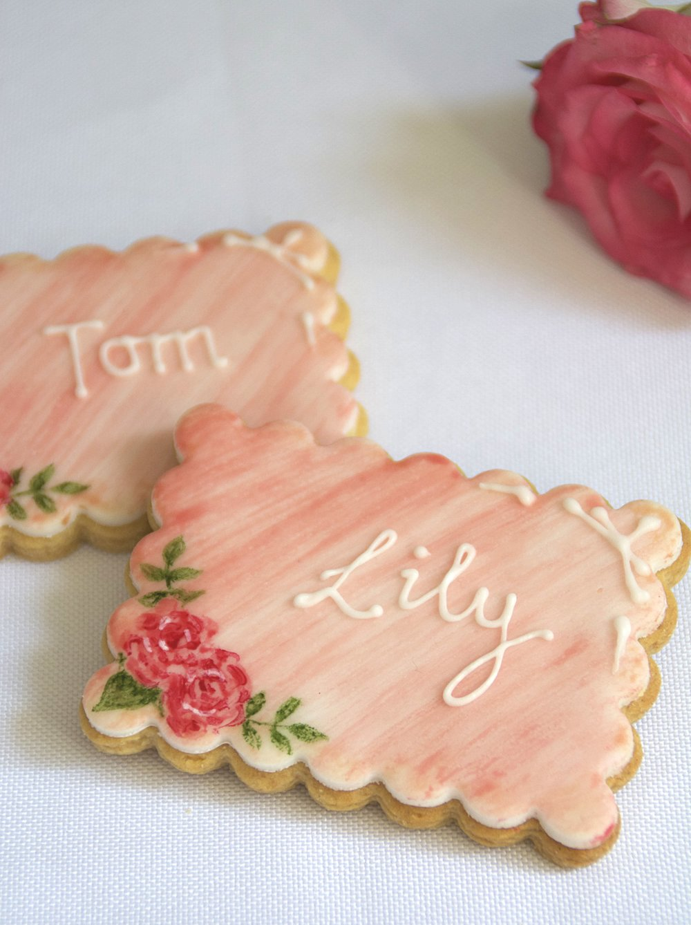 IMG_handpainted_rose_wedding_favour_biscuits.jpg