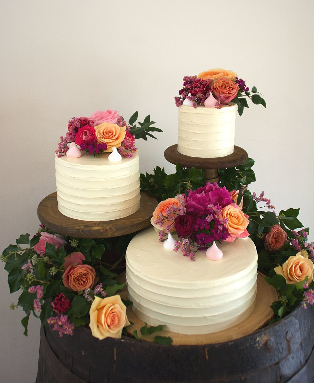 Rustic_buttercream_three_tiers_fresh_florals_top_view.jpg