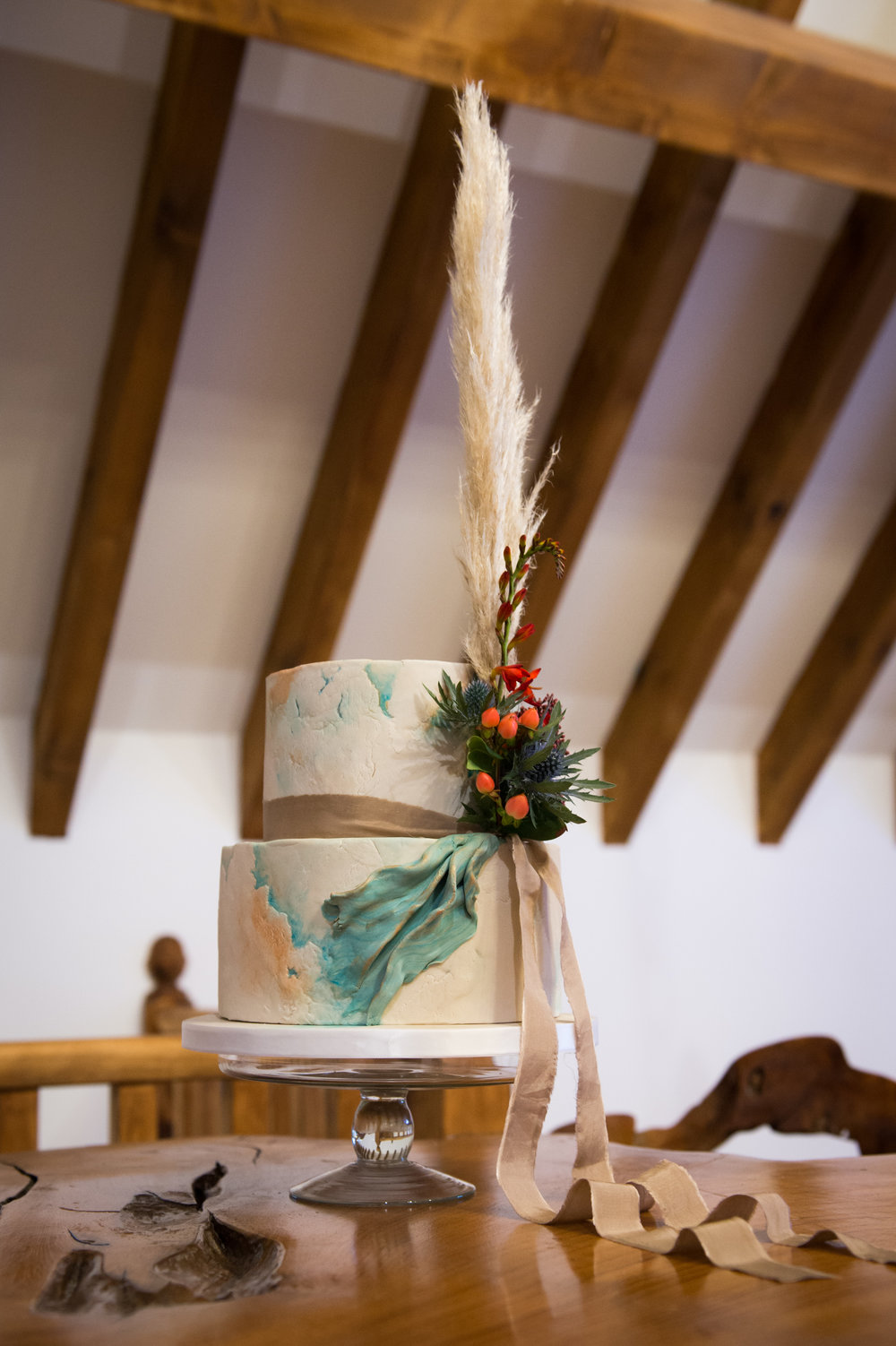 IMG_textured_wedding_cake_with_pampas_grass.jpg