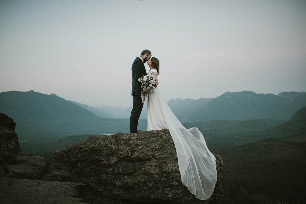 rattlesnake ledge wedding