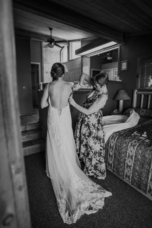 moab-destination-wedding-photographer-11.jpg