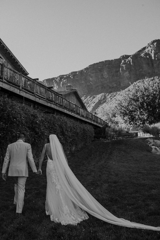 moab-destination-wedding-photographer-25.jpg
