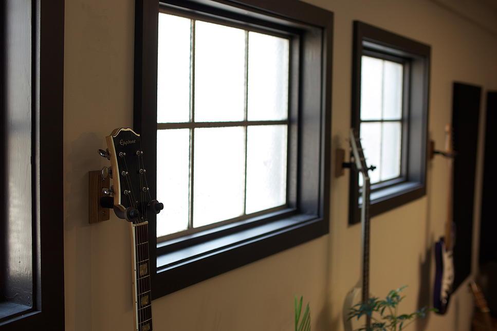 Recording 04 -Recording Guitars.jpg
