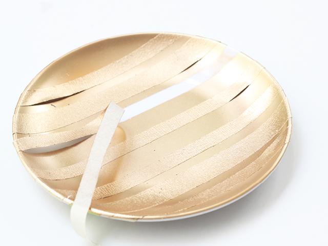 Hazlo Tu Misma: Platos Pintados a Mano | He encontrado soluciones prácticas como el uso de platos para colocar las piezas que uso casi a diario. Estos platos pintados a mano son muy fácil de hacer.