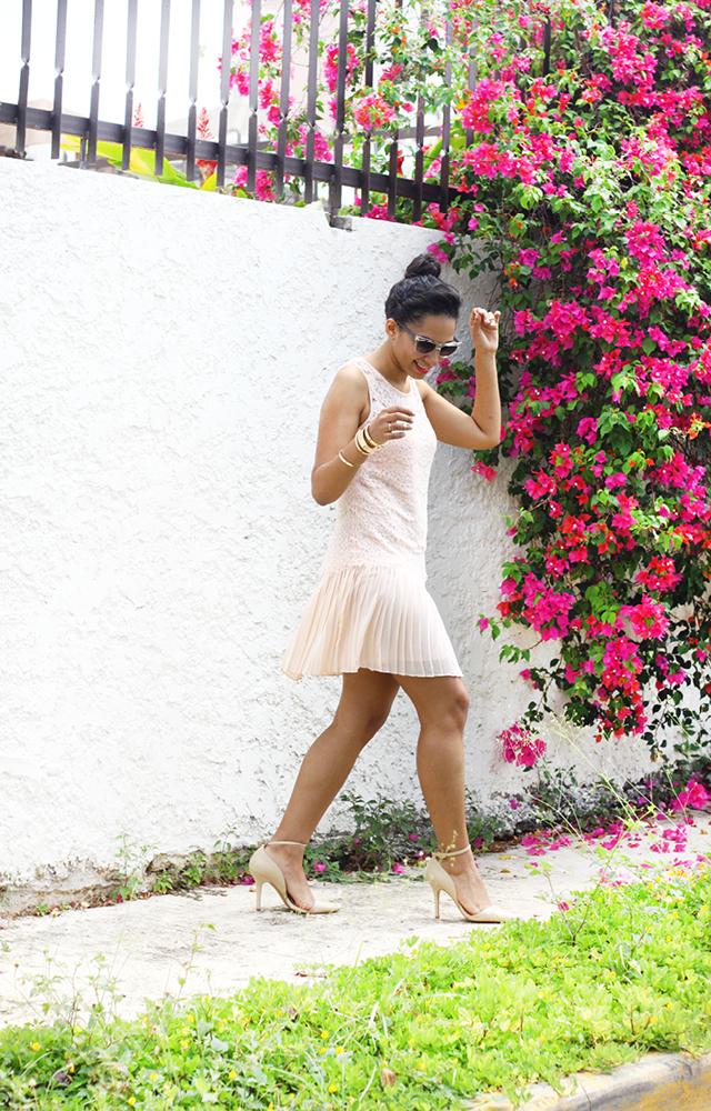 La Versatilidad De Una Vestido De Encaje  Una ventaja de vivir en una isla tropical es encontrar un vestido de encaje que te queda bien, es femenino y se puede utilizar para muchas ocasiones.