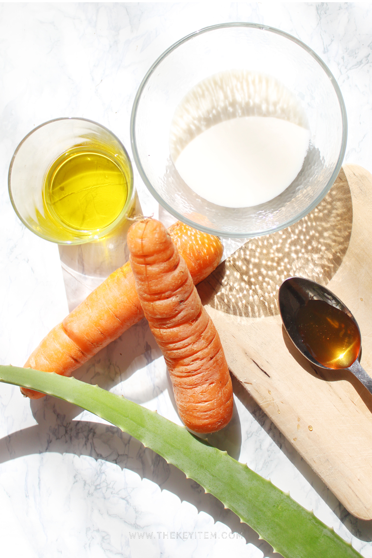 Brillo al sol - - Zanahoria (rayada, y luego extraer el liquido que produce)- Savila- Yogurt- Aceite de Oliva- Miel