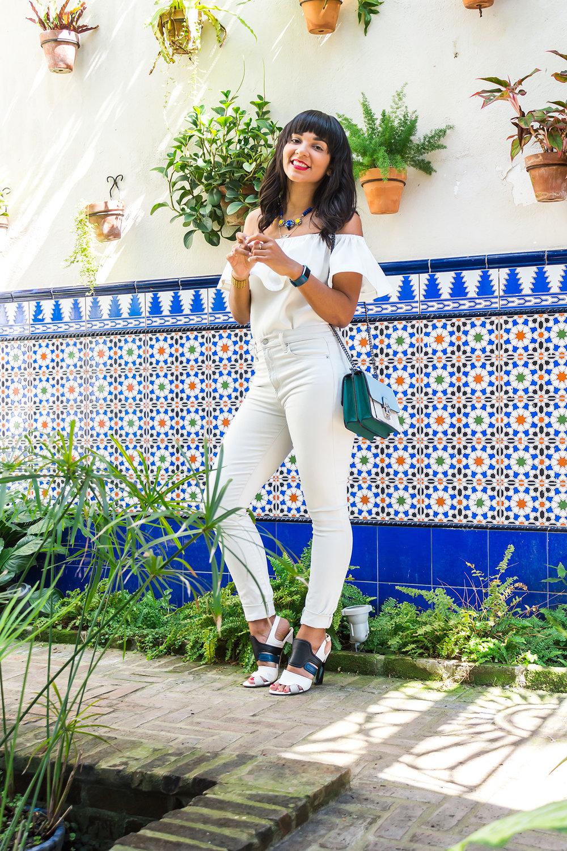 Vestirse de blanco sobre blanco puede ser un poco osado. Sin embargo, hay algo en un total look blanco que te hace sentir super chic.