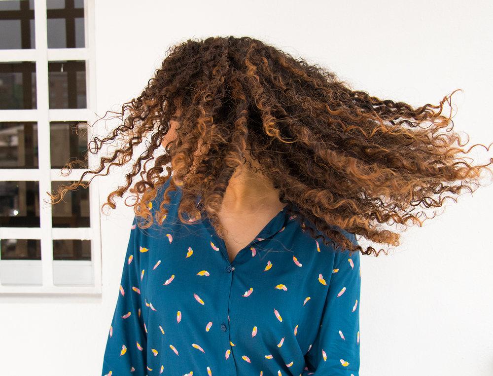 Hola chicas, he decidido este artículo sobre algunos hacks, trucos y consejos sobre como tener, cuidar y mantener el pelo rizado.