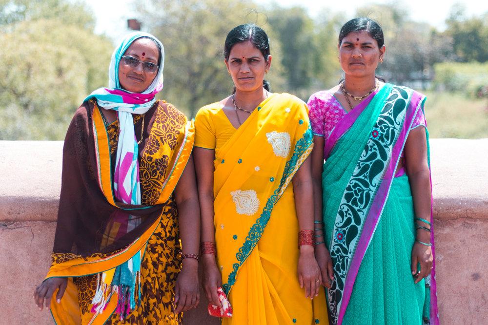 ¿Interesado en viajar a la India? Aquí la guía completa que necesitas saber: vuelos, vestimienta, lugares turísticos, costo, transporte y mucho más. viaje-india-travel-guia-14-woman-streetstyle-sarees