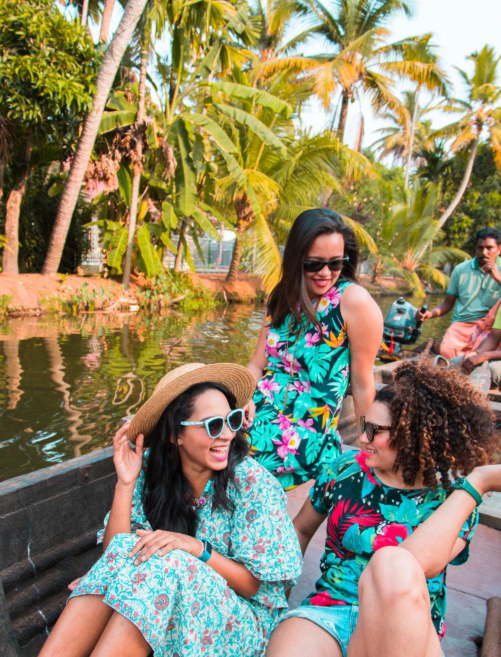 ¿Interesado en viajar a la India? Aquí la guía completa que necesitas saber: vuelos, vestimienta, lugares turísticos, costo, transporte y mucho más. viaje-india-travel-guia-47-alleppey-boat-ride-canals