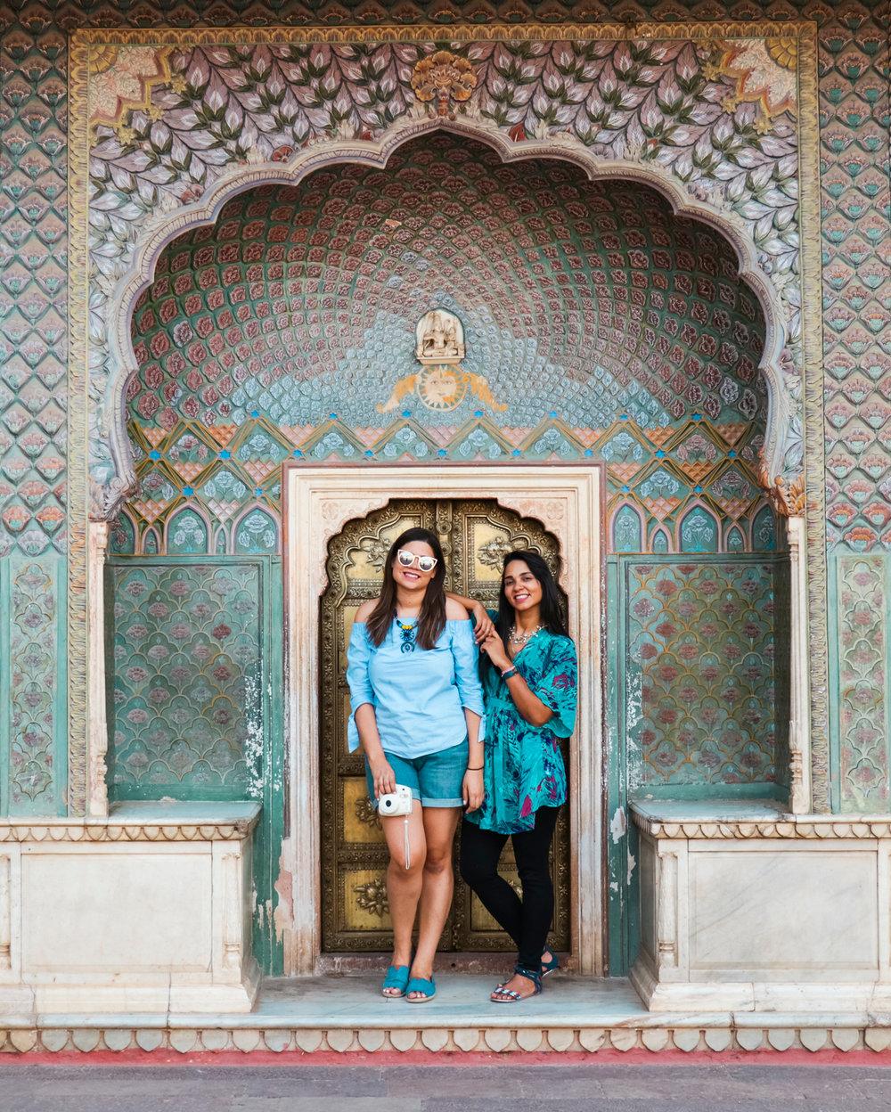 ¿Interesado en viajar a la India? Aquí la guía completa que necesitas saber: vuelos, vestimienta, lugares turísticos, costo, transporte y mucho más.viaje-india-travel-guide_7-city-palace-jaipur
