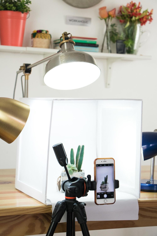 DIY | Lightbox - Crear Un Estudio Para Fotos De Productos // ¿Quieres aprender a hacer fotos de productos? No necesitas un estudio para lograrlas. ¡Hoy te enseño a crear un lightbox para tomar fotos profesionales!