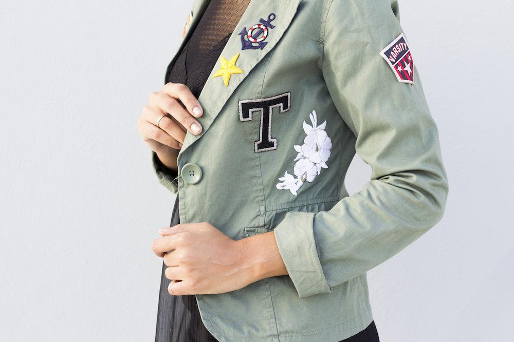 Hazlo Tu Misma: Chaqueta Con Parches // Después que hicimos un reporte sobre las chaquetas bordadas me quede con la ganas de crear una. ¡Me divertí mucho haciendo esta chaqueta con parches!