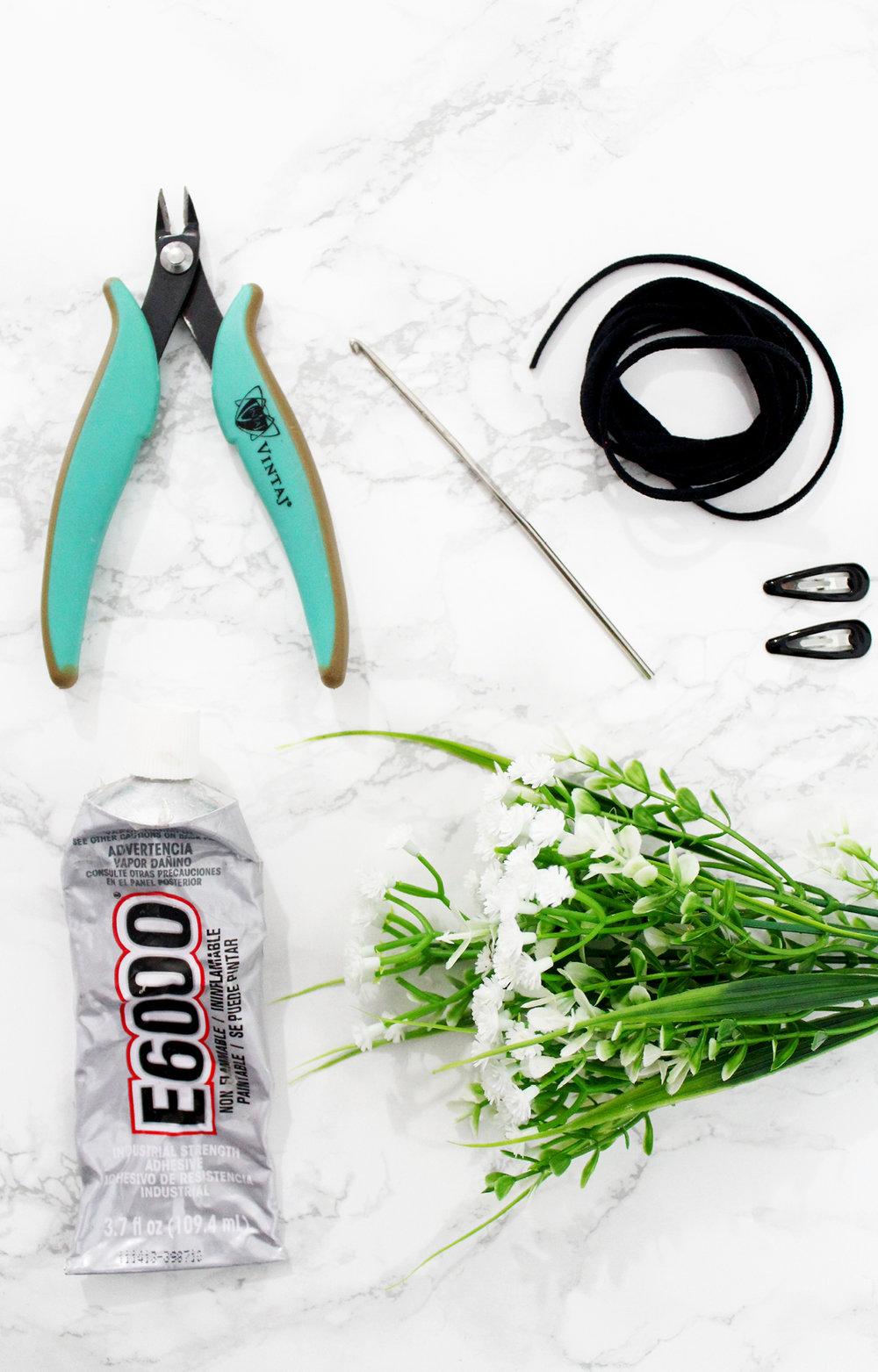 Hazlo Tu Misma // Cordón De Flores Para Trenzas // Este cordón de flores para trenzas es perfecto para un atuendo bohemio romántico, para los días de la playa y los vestidos de verano. Super fácil y barato!