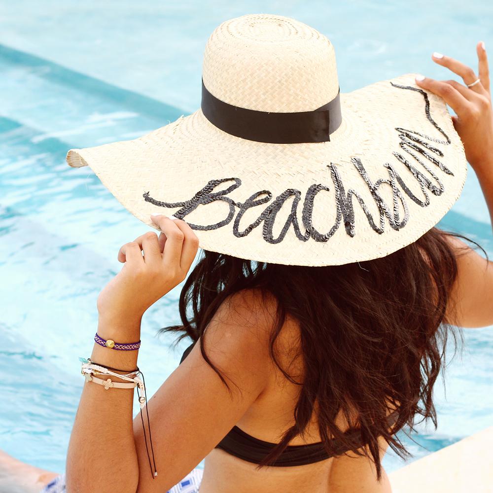 Hazlo Tu Misma // Inspirado En El 'Do Not Disturb Hat' // ¡Tomé el 'Do Not Disturb Hat' como inspiración para crear un pieza clave playera perfecta para las fiestas de piscina! Tutorial completo en este articulo.