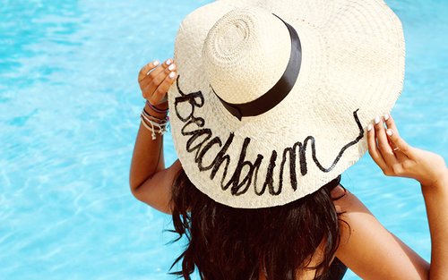 DIY / A Beach Hat Inspired by 'Do Not Disturb Hat'