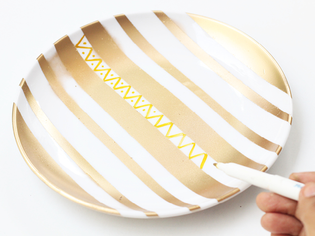 DIY Items // Hand Painted Plates I've found some practical solutions like using plates to place the pieces that I use almost daily. These hand painted plates are super easy and fun to do.