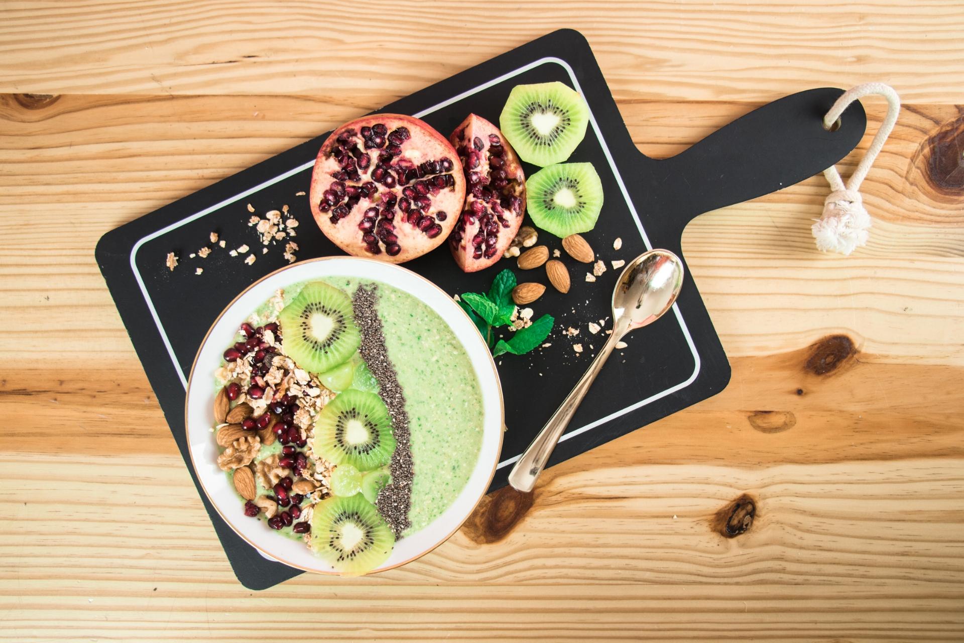 Desayuno o Snack Saludable, Fácil & Rápido | Tropical Green Smoothie Bowl