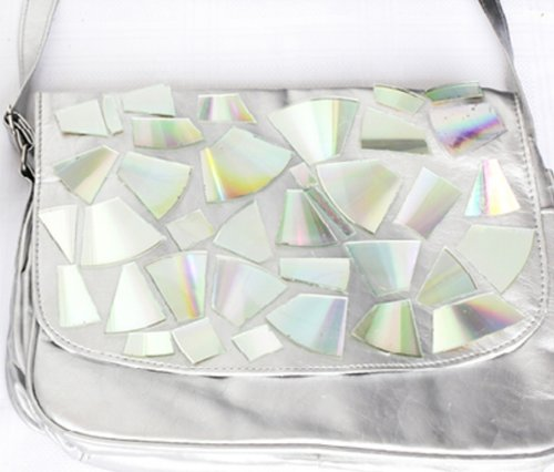 DIY | Cómo reciclar tus CDs - Bolso Holograma
