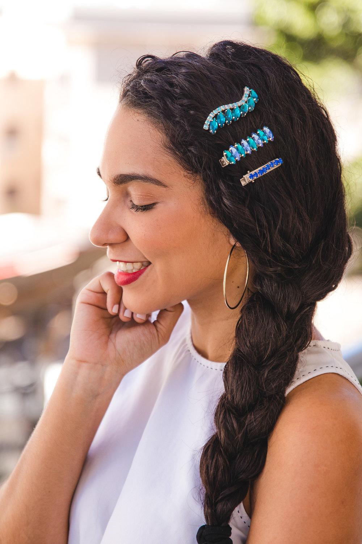 ¡Alerta tendencia de Primavera El fashion week trajo de vuelta el uso de accesorios para el paleo (Ganchos de pelo, Pinchos, pinzas) . Entérate cómo puedes lucir esta tendencia.