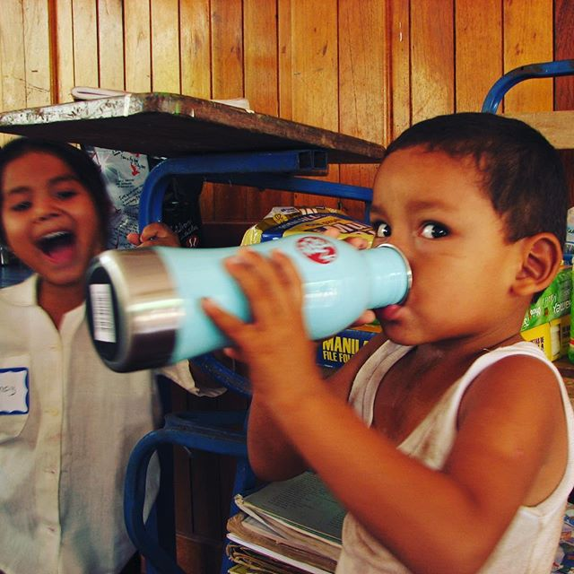 Providing Clean Drinking Water To our karmaNICA Kids in Tola🇳🇮 #officialkarmanica🙏🏼 #bigworldsmallplanetretreats @bwspnicaragua 🧘🏻‍♀️#giveback  #seva #yoga #helpingthoseinneed #kidsbringsomuchjoy #manduka