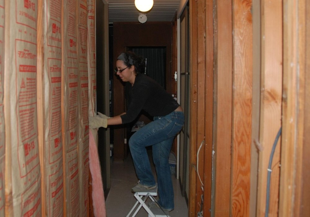 Installing Insulation - CC Nick Nguyen.jpg