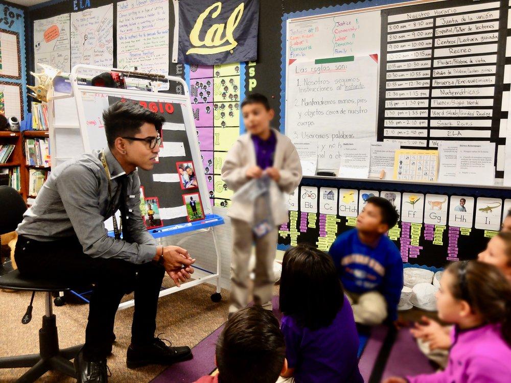 ¿Por qué me estoy postulando? - Soy un maestro postulando para ser miembro del consejo escolar en el distrito de donde nací y crecí—porque nuestros maestros necesitanapoyo, nuestros padres exigeninnovación, CADA niño merece el éxito y ya es tiempo para que nuestro distrito cumpla.¡Sigue leyendo para que sepas como vamos a lograr esto para nuestros 10,000+ estudiantes y déjame saber lo que piensas!¡Gracias!